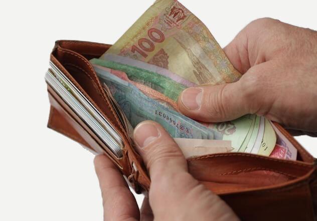 Куда сдать или где обменять порванные деньги?